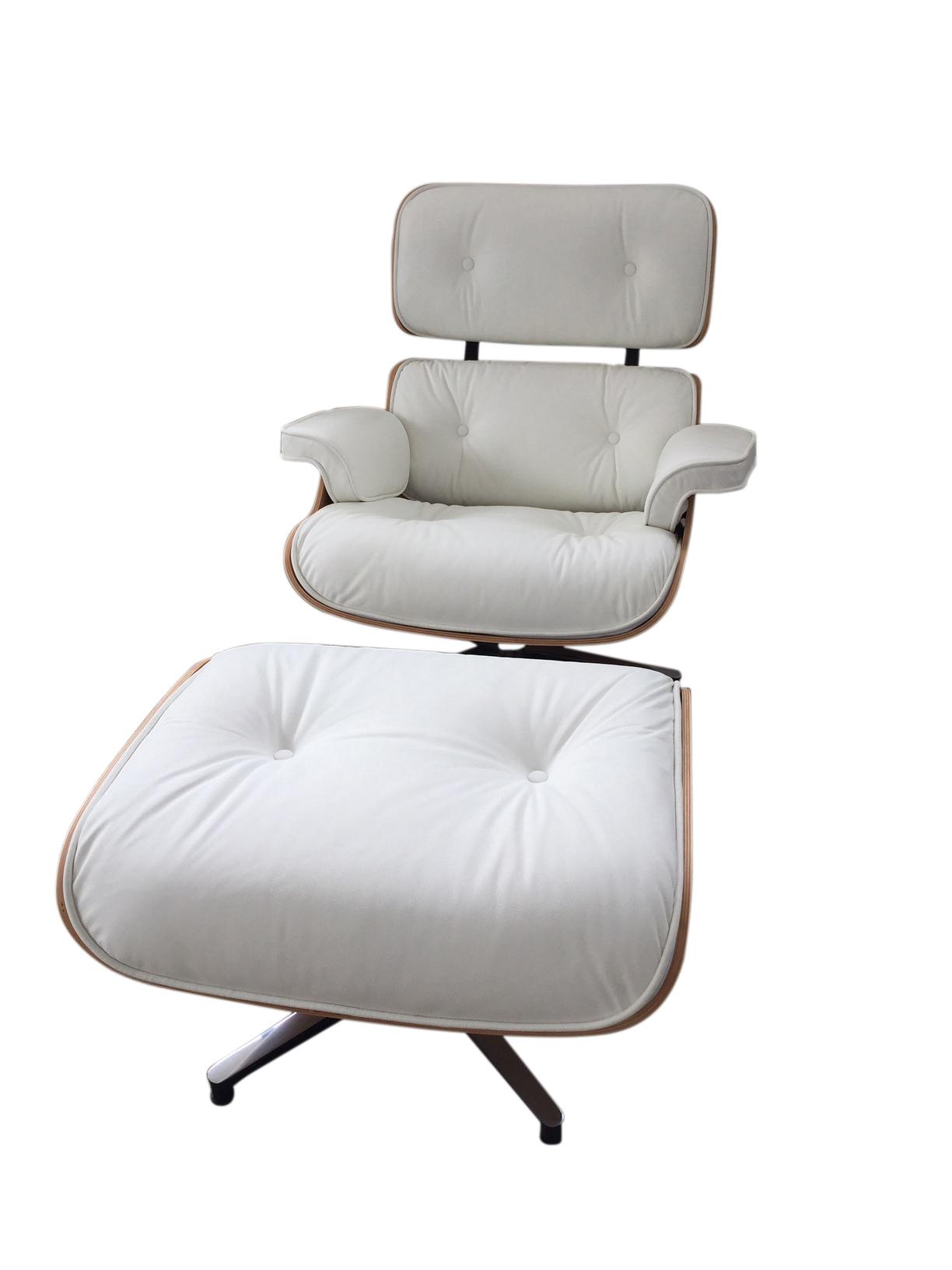 Poltrona Lounge Chair + puff in pelle bianca e legno frassino ...