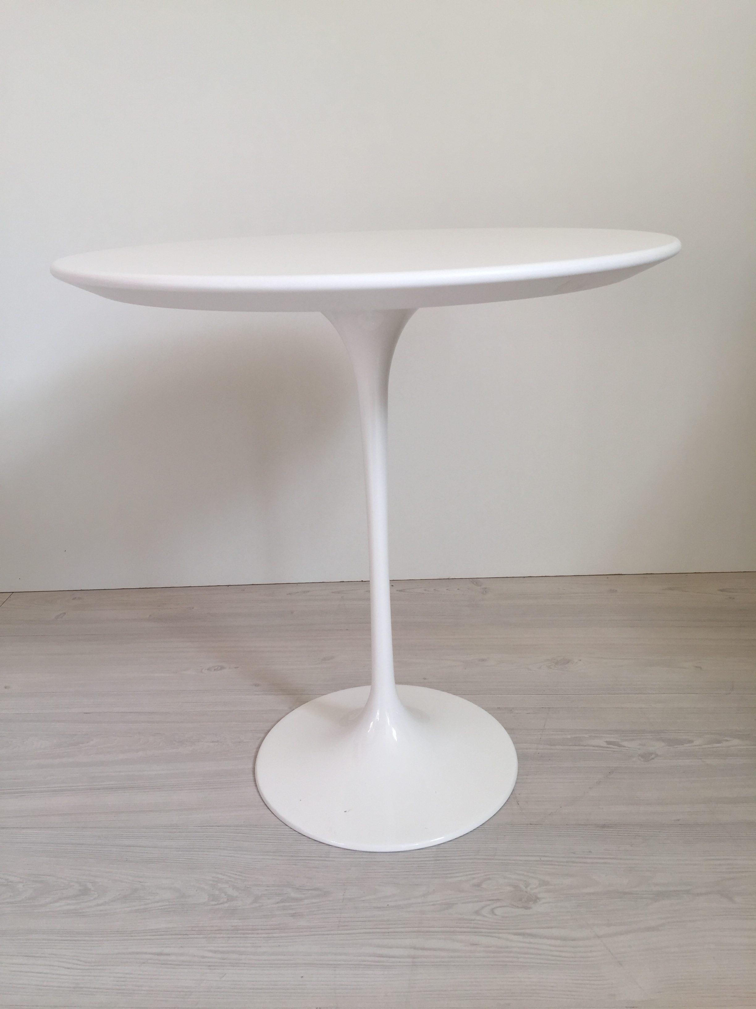 Eileen Gray Tavolino Prezzo.Tavolino Tulipano Con Piano Laminato Liquido Bianco Da Cm 41 O Cm